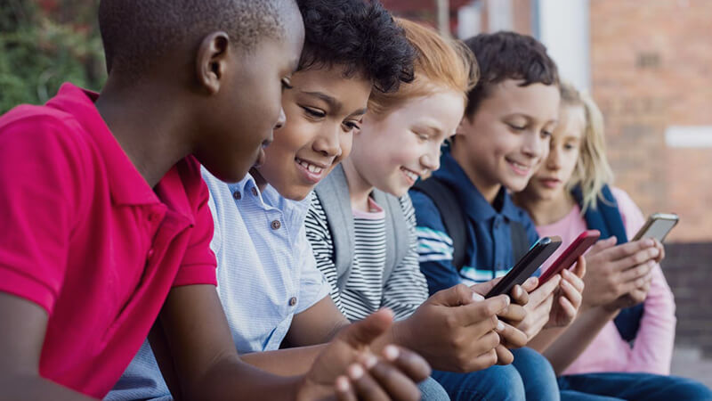 Kids' screen time: Why is it a problem and what can parents do?