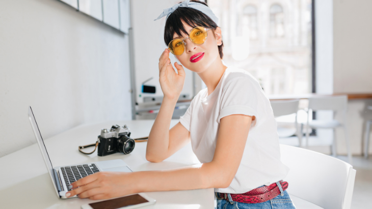Tinted glasses for indoor use: What should you know?