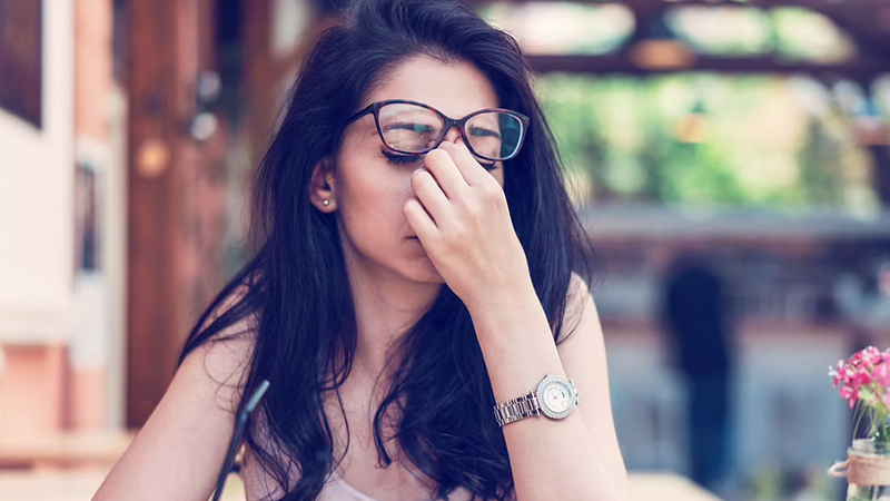 Do your eyes burn?   Causes & Home Remedies