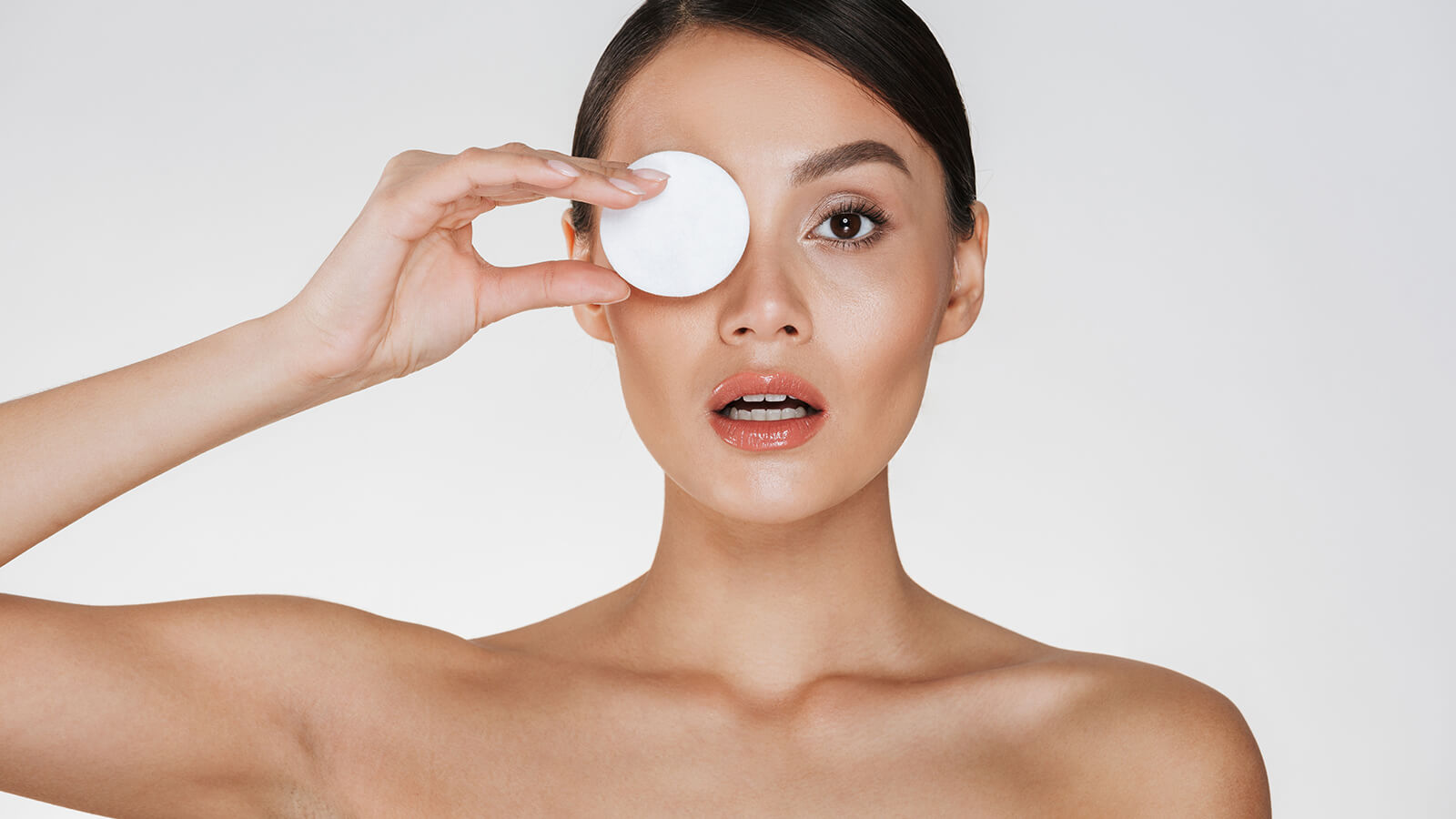 How to remove eye makeup without hurting your eyes?