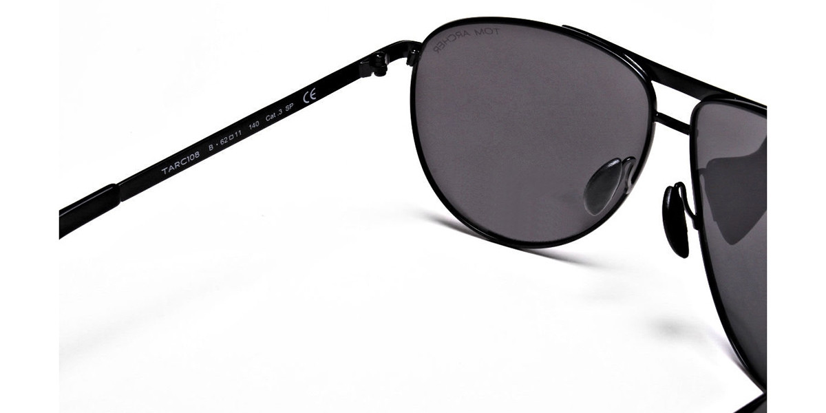 Luxurious Aviator Sunglasses in Black - 2