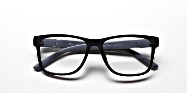 Subtle Style of Eyeglasses -5