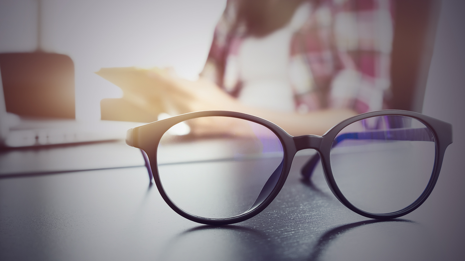 Grab all new latest Top 7 Trendy designed Hipster Glasses.