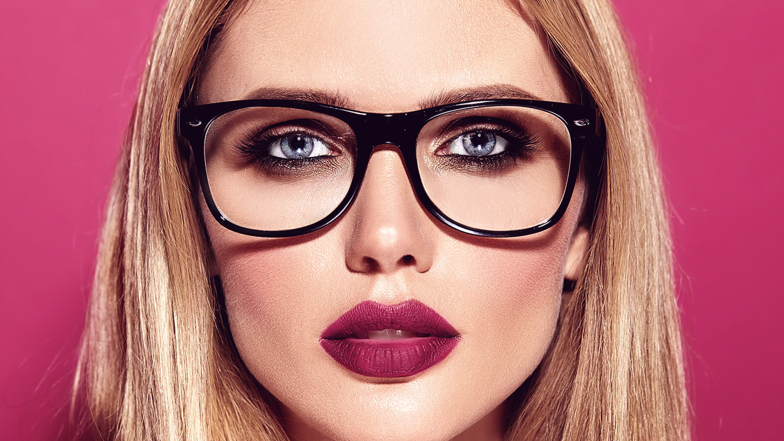 How to do makeup with glasses?