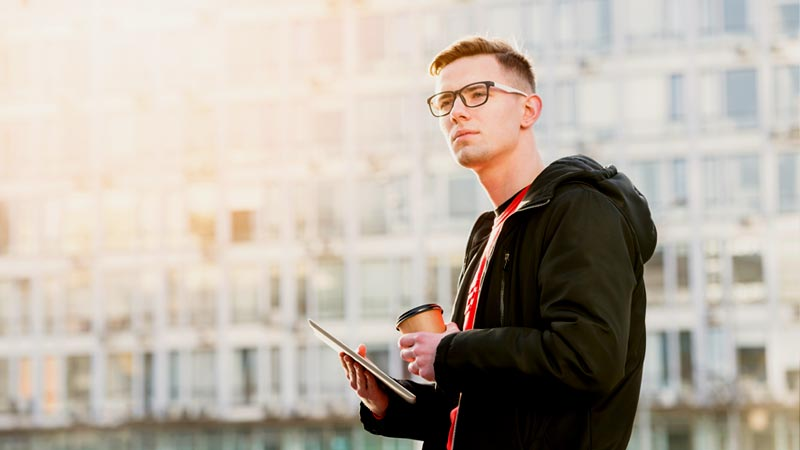 7 Secret Struggles of Glasses Wearers in Summer