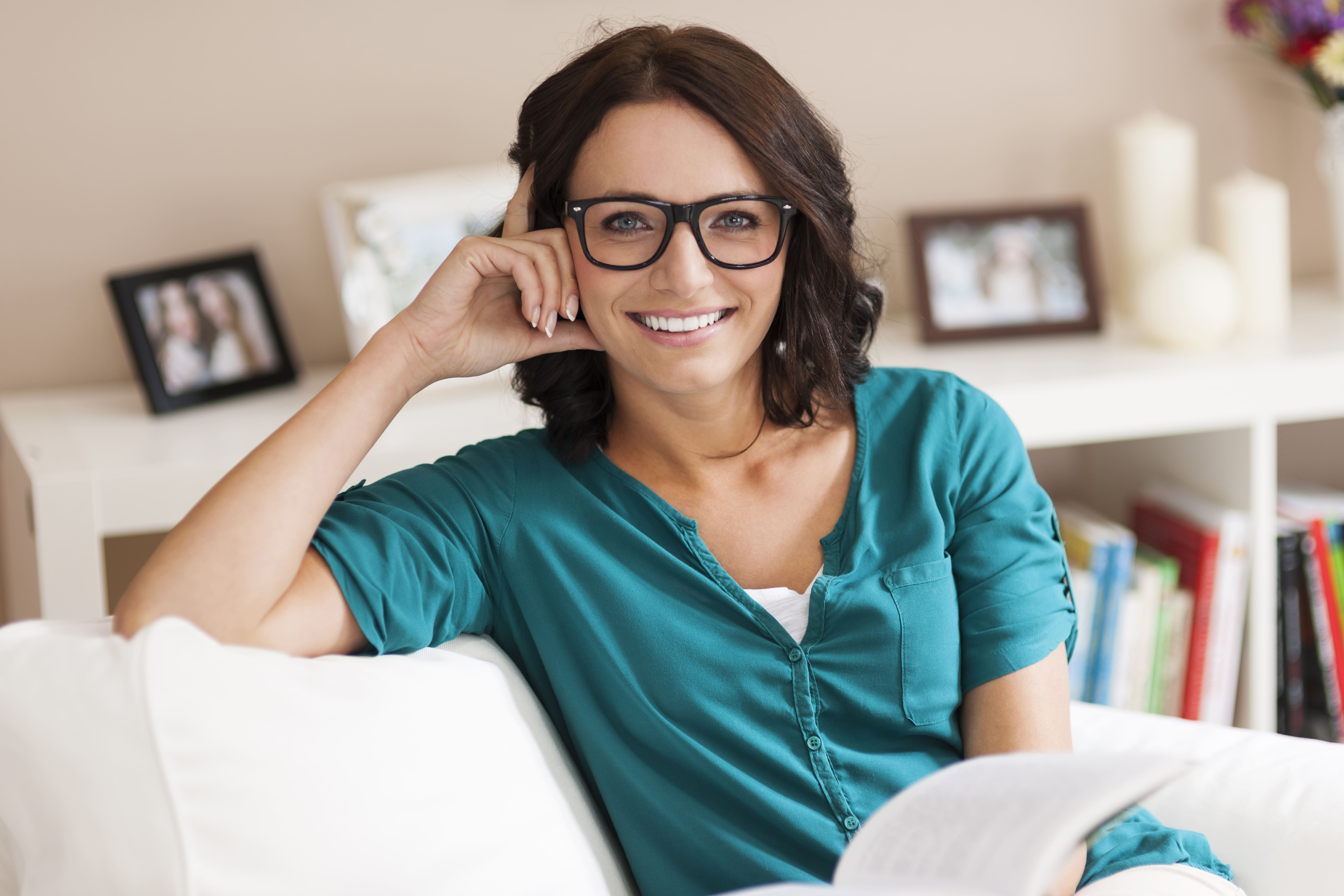 Eyeglass frame size guide: How to find glasses that fit?