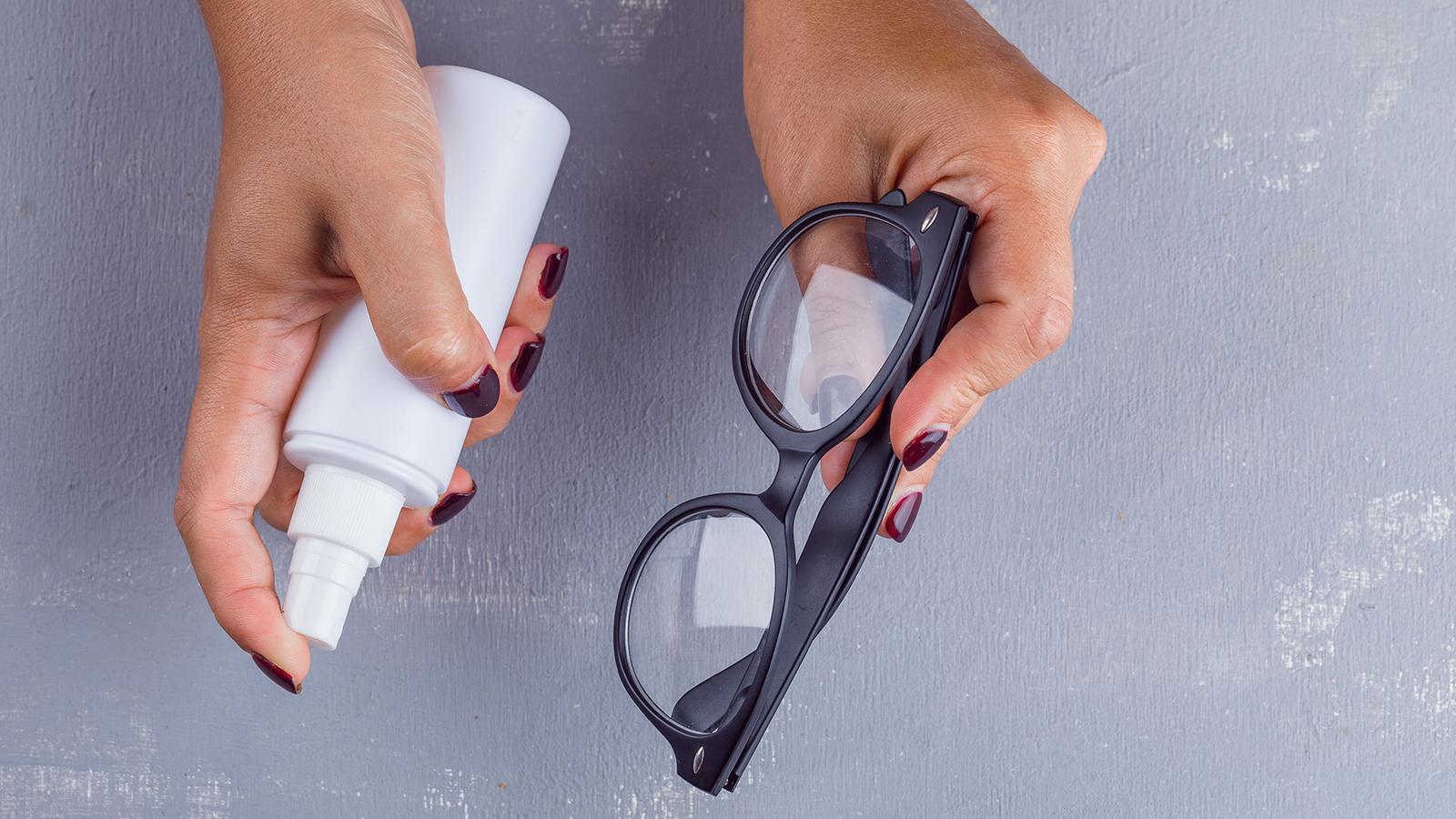 Prevent glass fogging using shaving cream