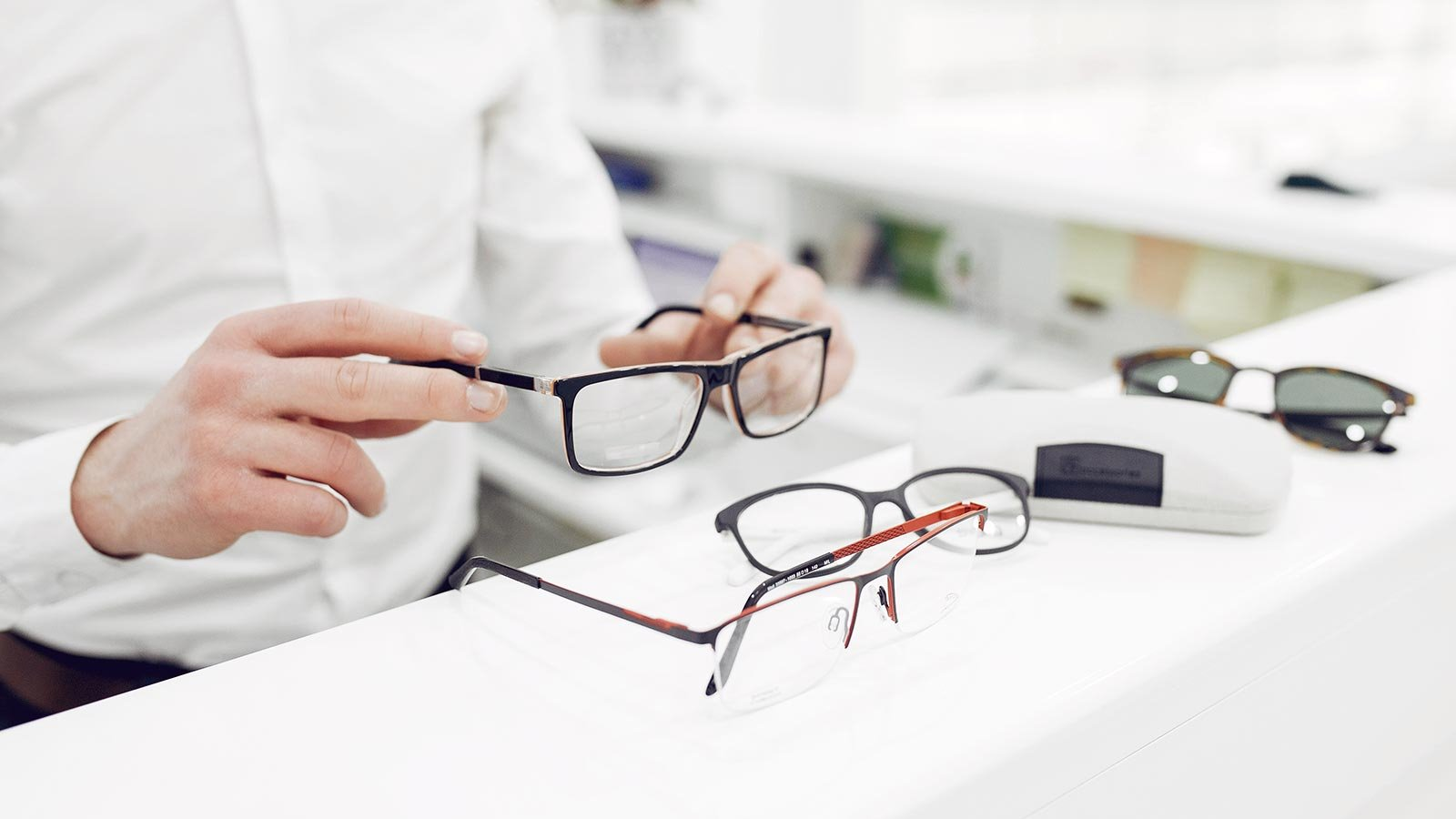 Optician - When to consult and educational background