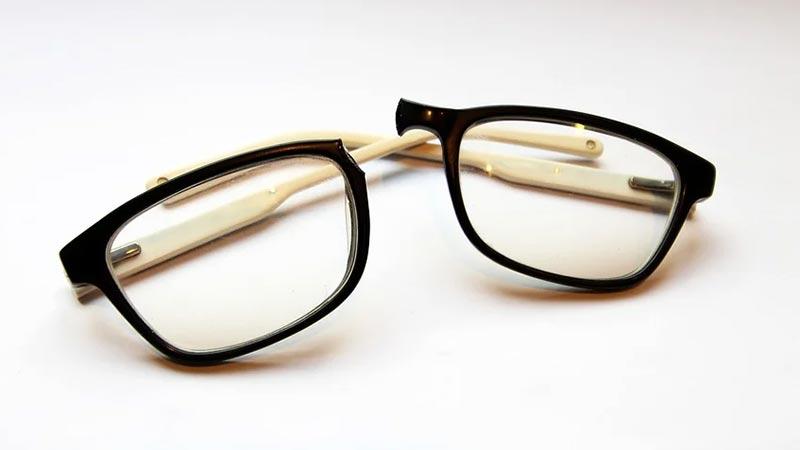 broken-glasses-in-2-peace