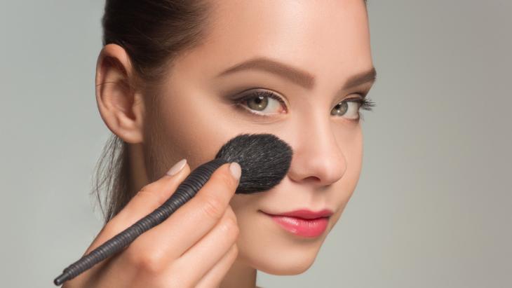 Poor_makeup_hygiene