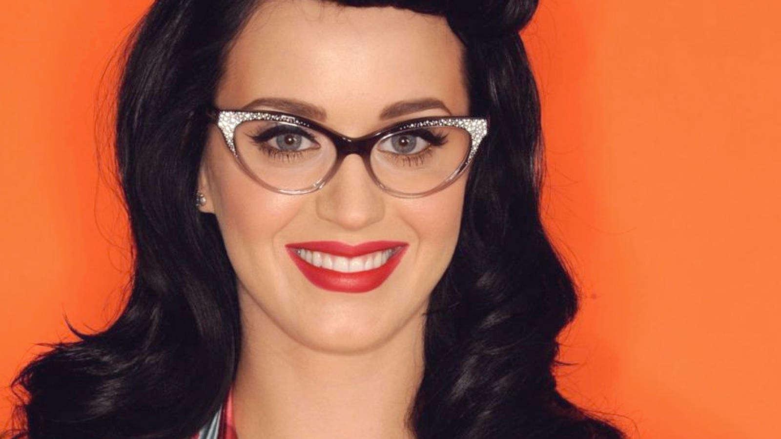 Glasses for grey eyes