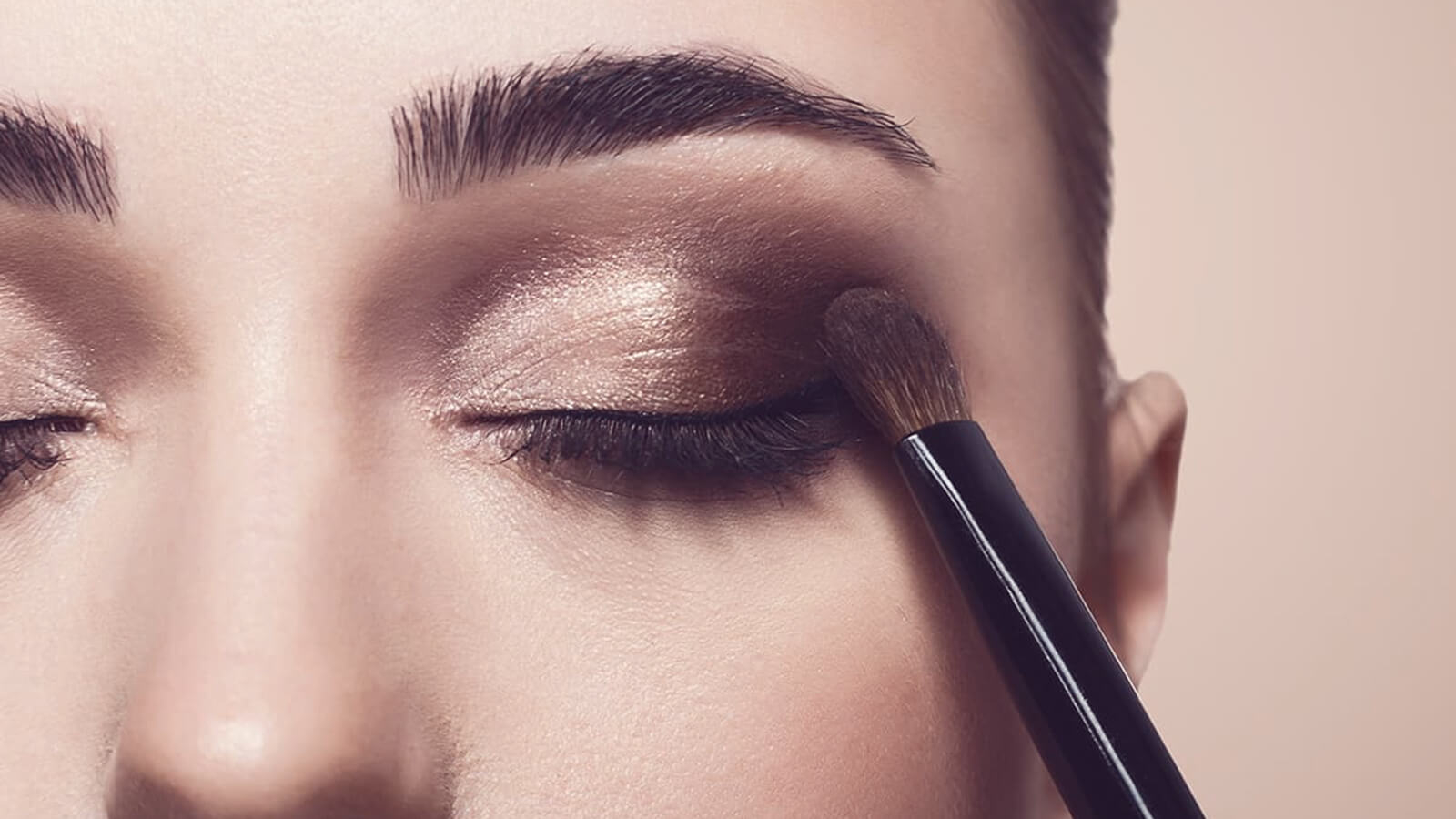 Eye-shadow to match with the eyes