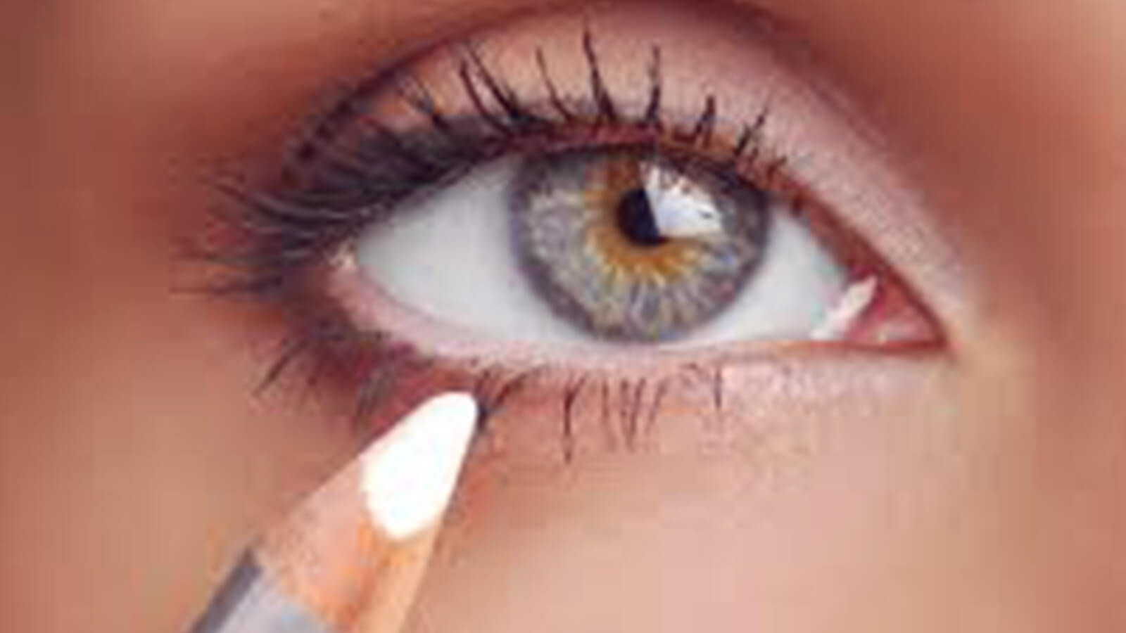 Using white eyeliner