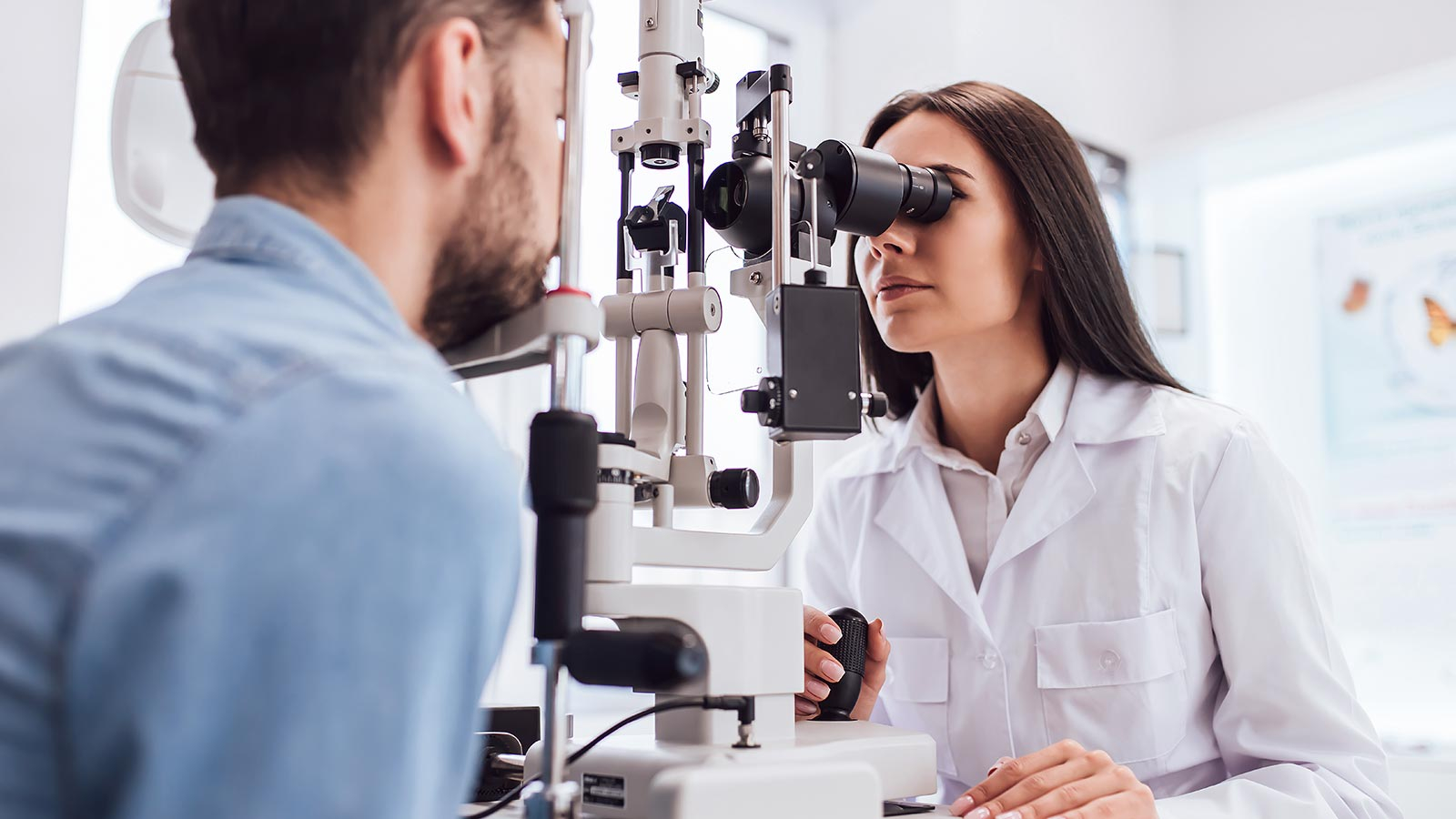 Opthalmologist - When to consult and educational background
